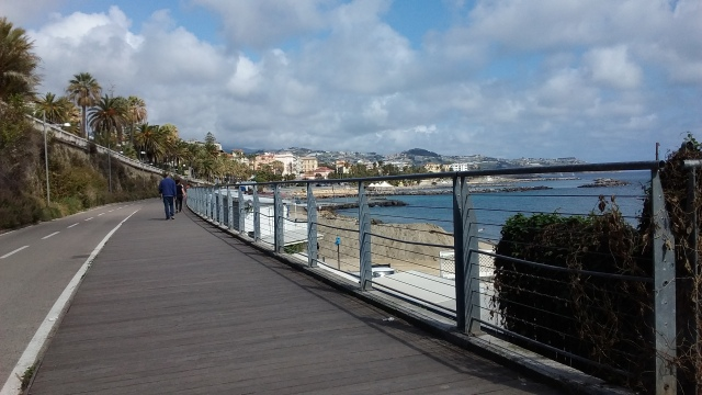 The cycling lane along on the San Remo Promenade